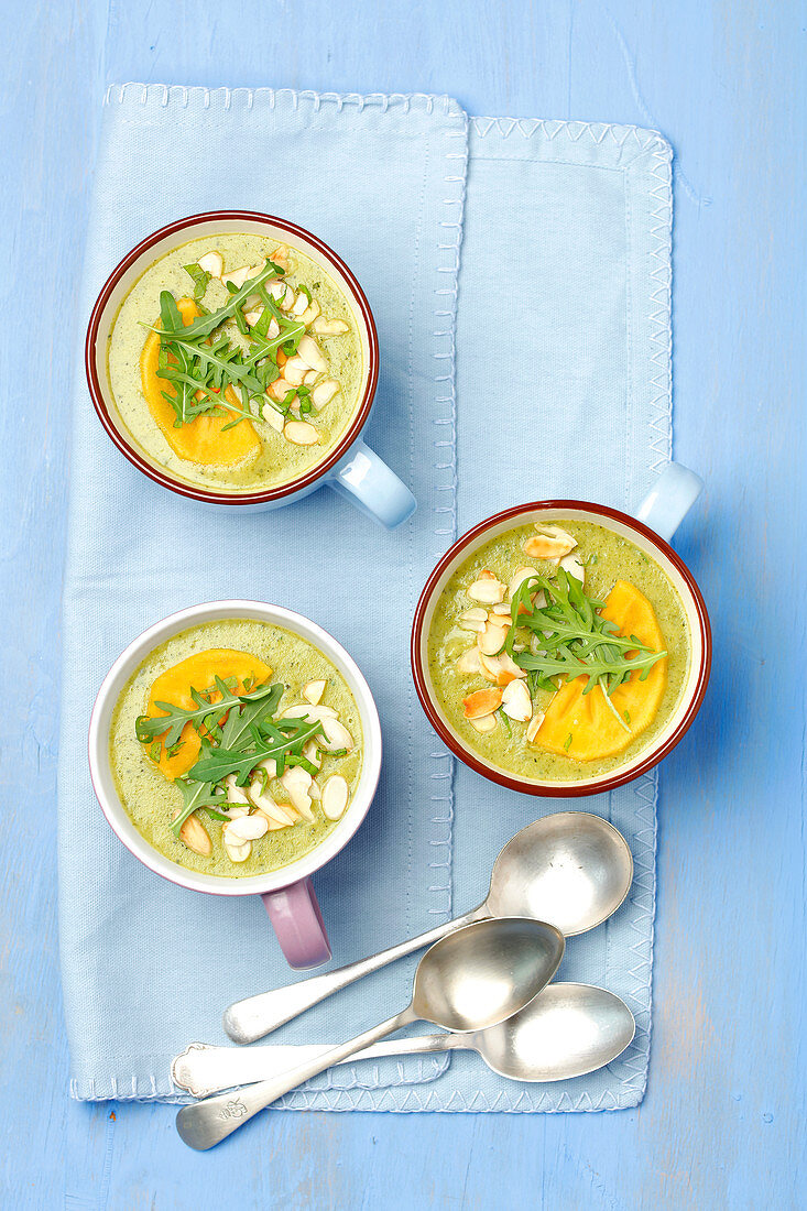Rocket and courgette soup with kaki and flaked almonds