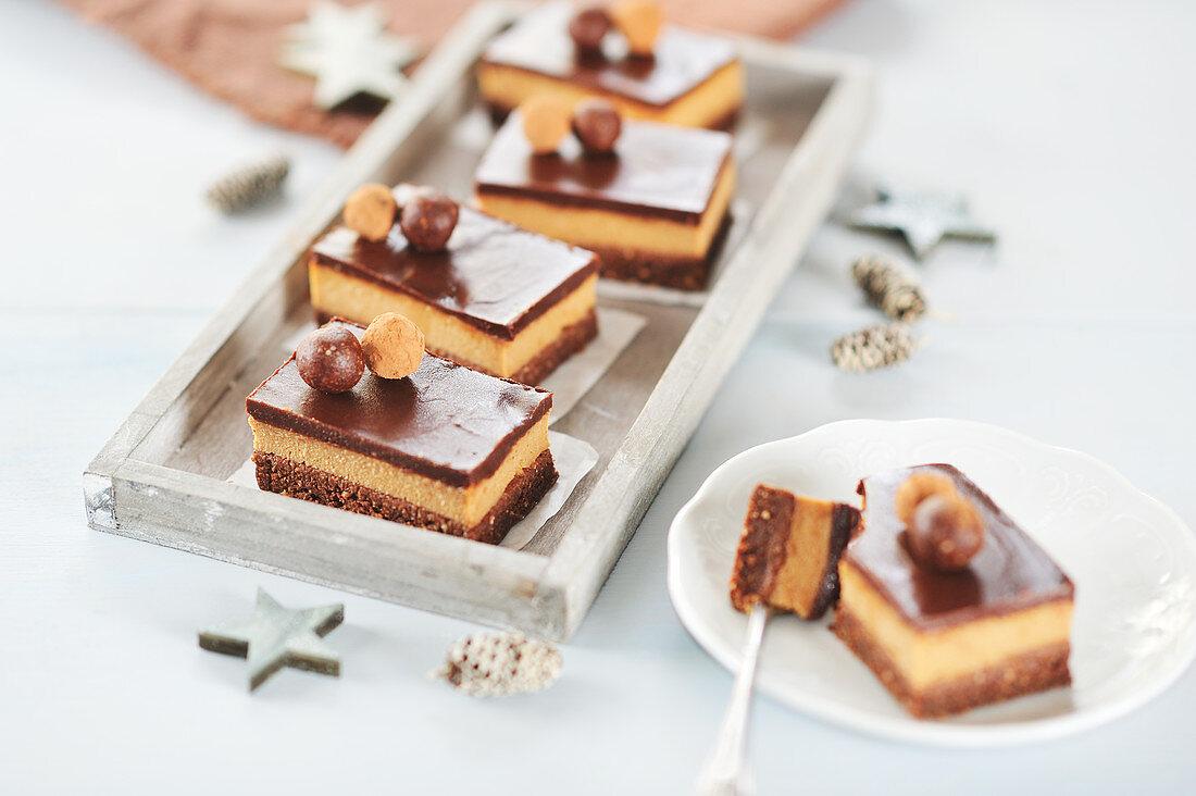 Raw peanut and chocolate slices with chocolate balls (vegan)