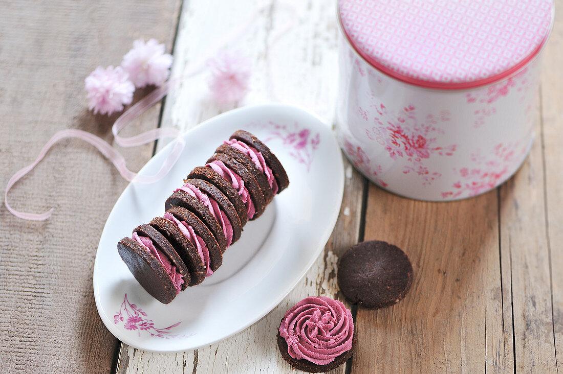 Raw chocolate cookies filled with raspberry cream (vegan)