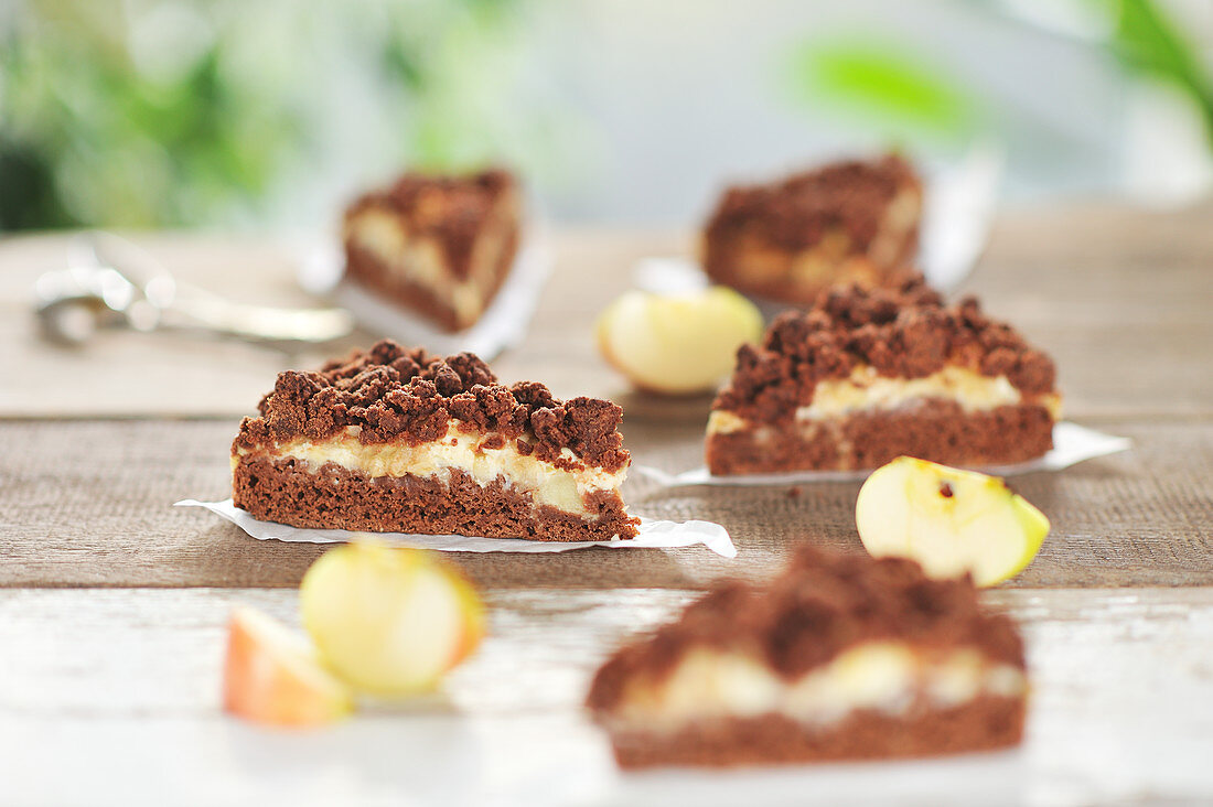 Chocolate and apple crumble cake with a layer of curd (vegan)