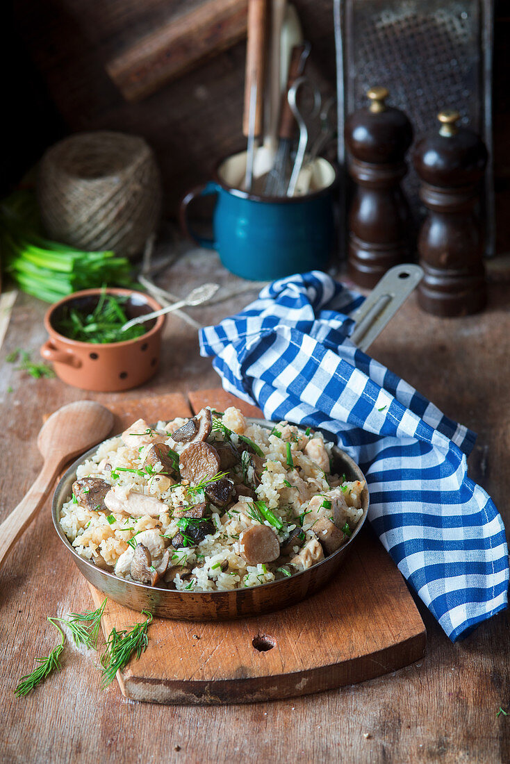 Rice with chicken and wild mushrooms