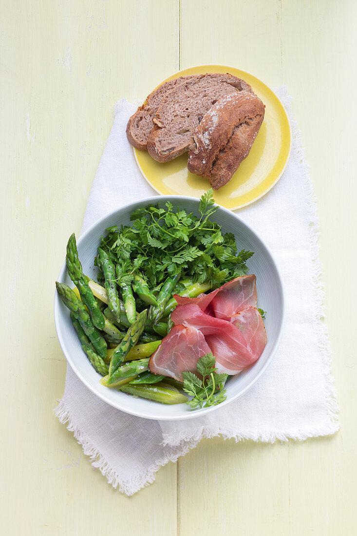 Swiss green asparagus salad with ham and walnut bread
