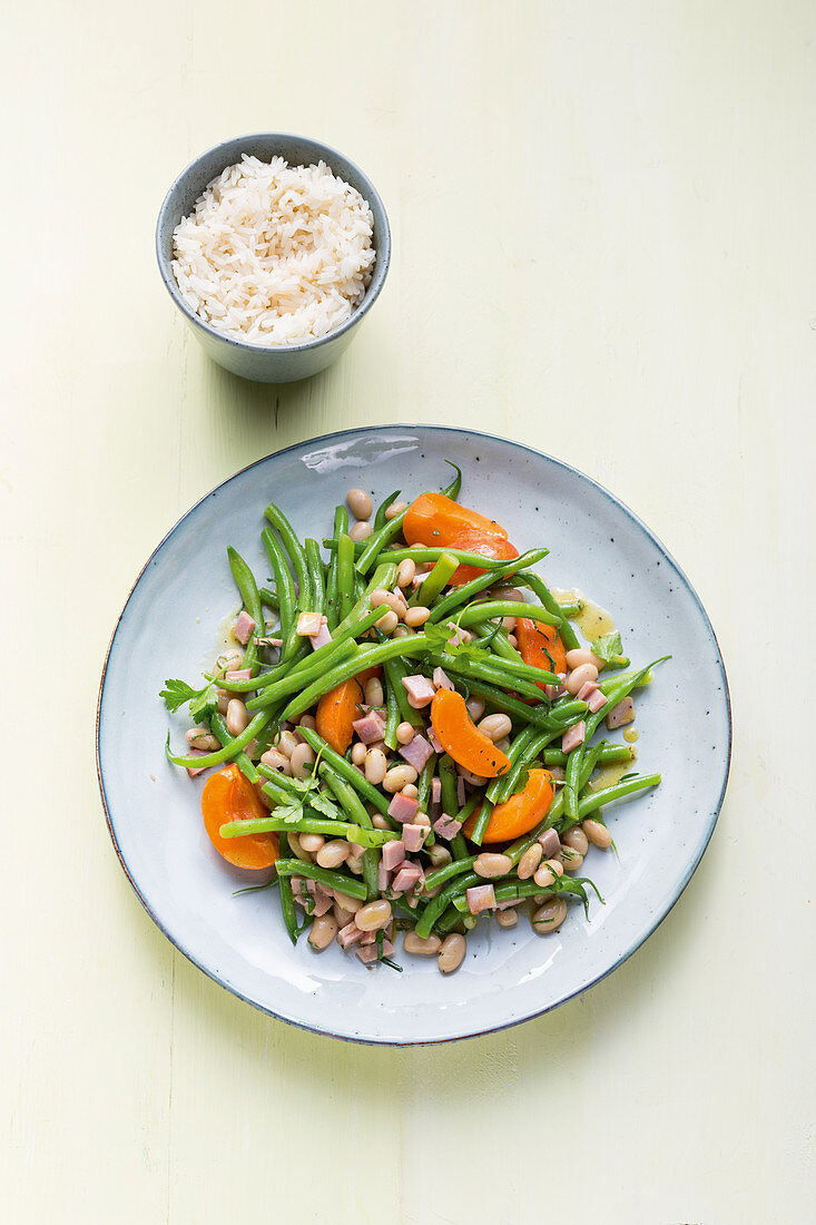 Colourful green bean salad with apricots and cooked ham