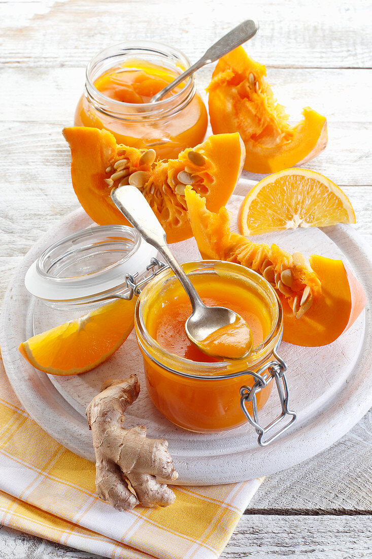 Pumpkin and oranges jam (with ginger)