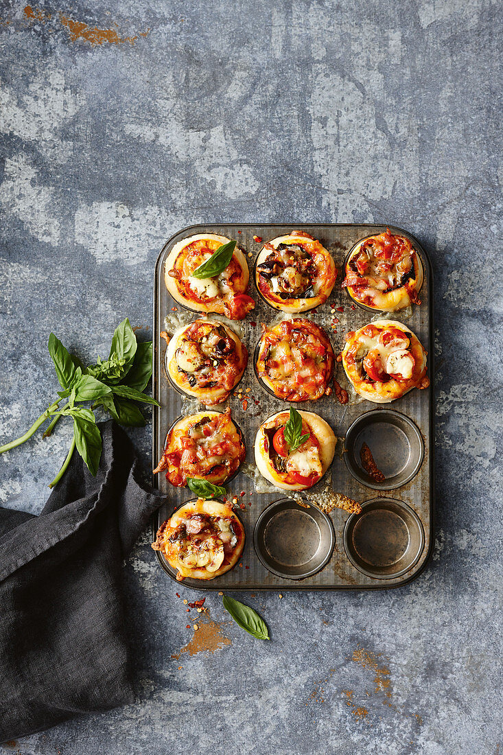 Quick and easy pizza muffins
