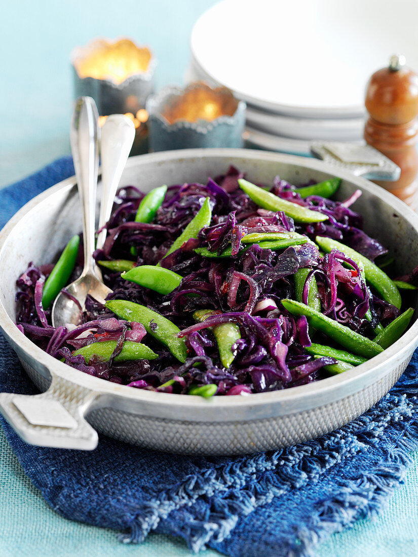 Red cabbage with onions and sugar snap peas