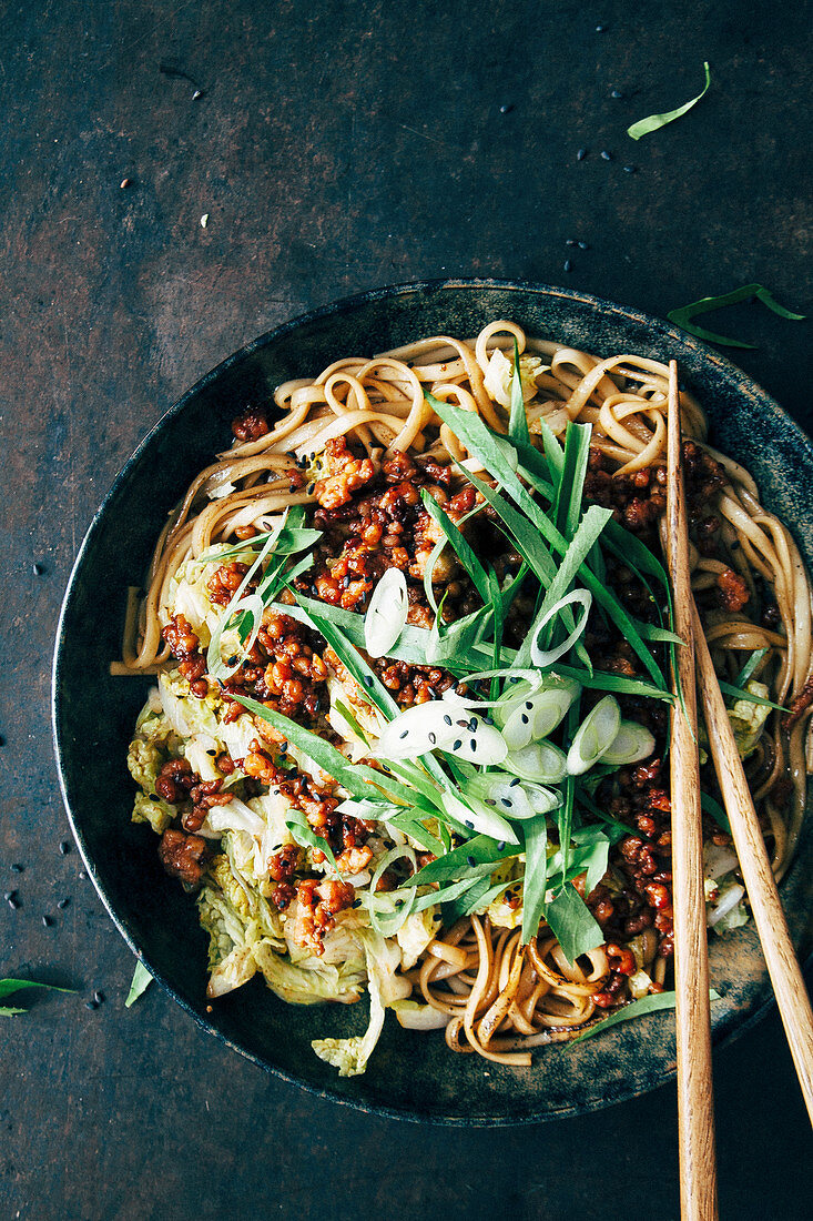 Noodles with minced meat, Chinese cabbage, spring onions and black sesame seeds (Korea)