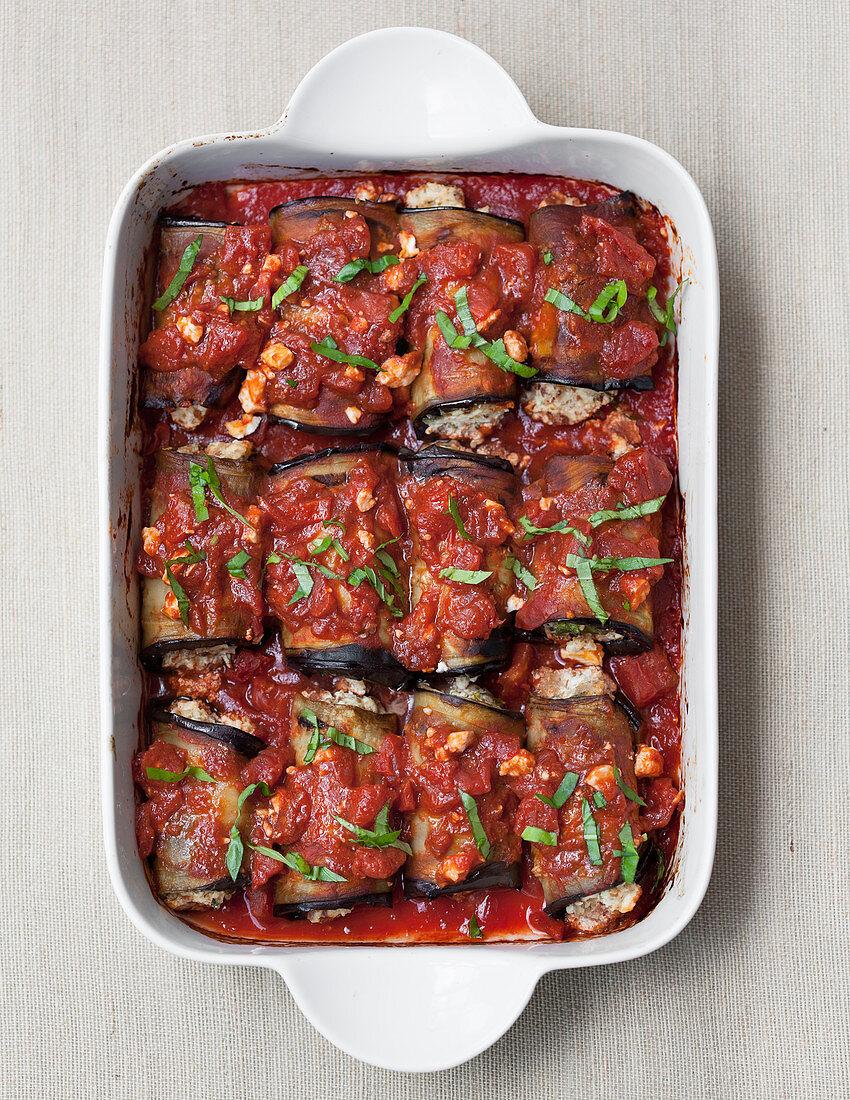 Aubergine rolls with tomato sauce