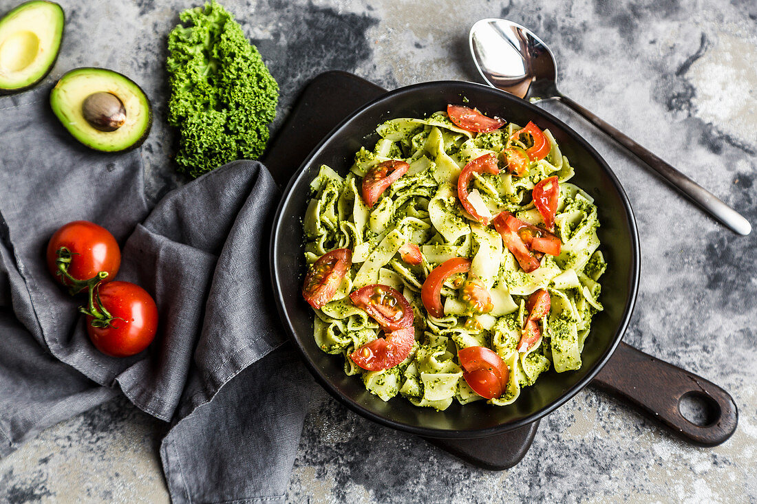 Tagliatelle with green kale pesto and tomatoes