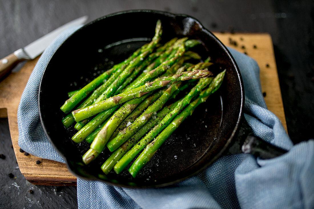 Seasoned Asparagus in Pan