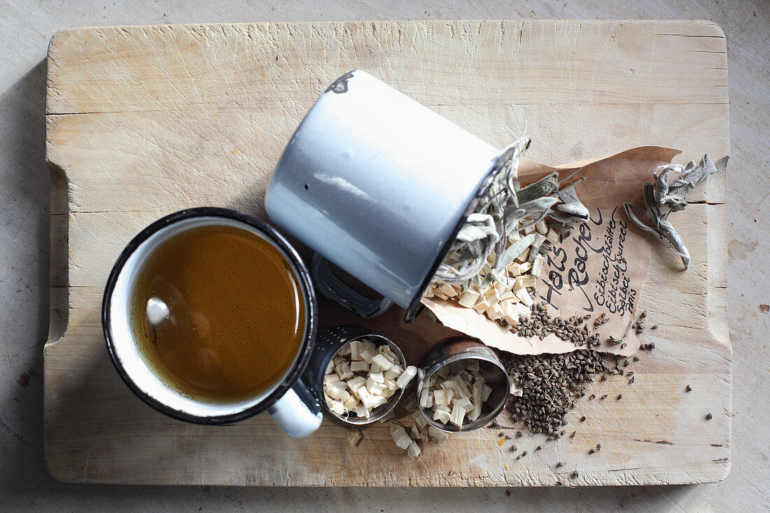 Mix-it-yourself medicinal tea for throat (mallow leaves, mallow roots, sage and anise)