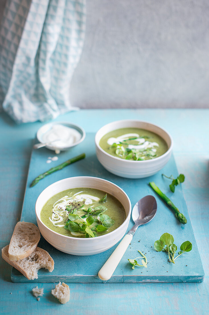 Asparagus and watercress soup with sour cream and bread