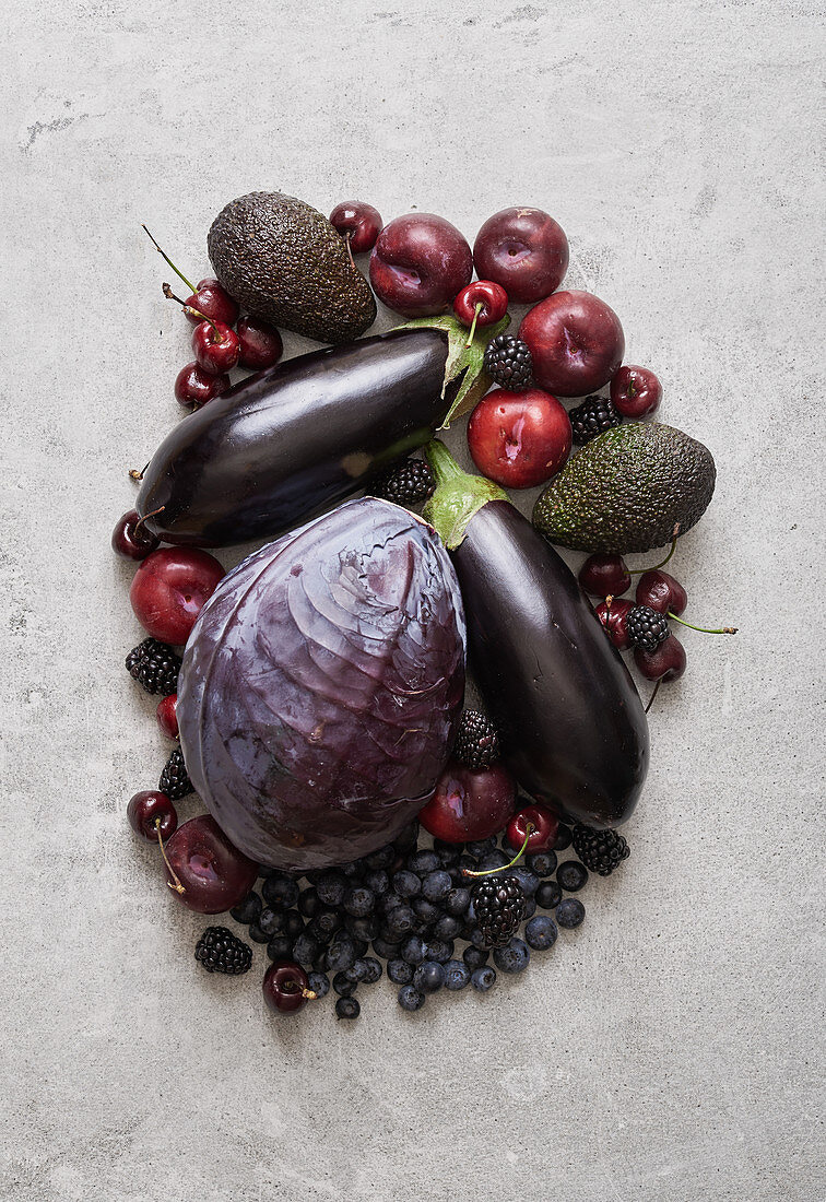 Purple fruit and vegetables (seen from above)