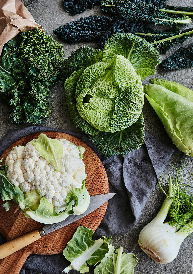 Fresh cabbage varieties and a fennel tuber