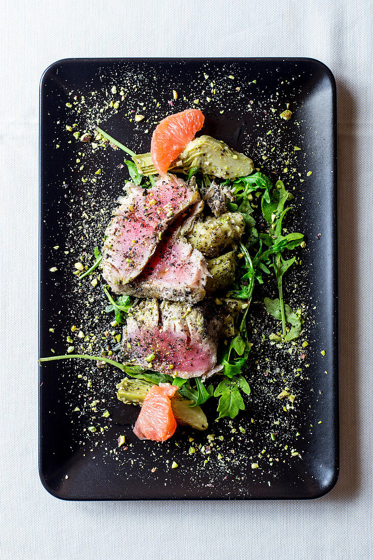 Roast beef with artichokes and pink grapefruit