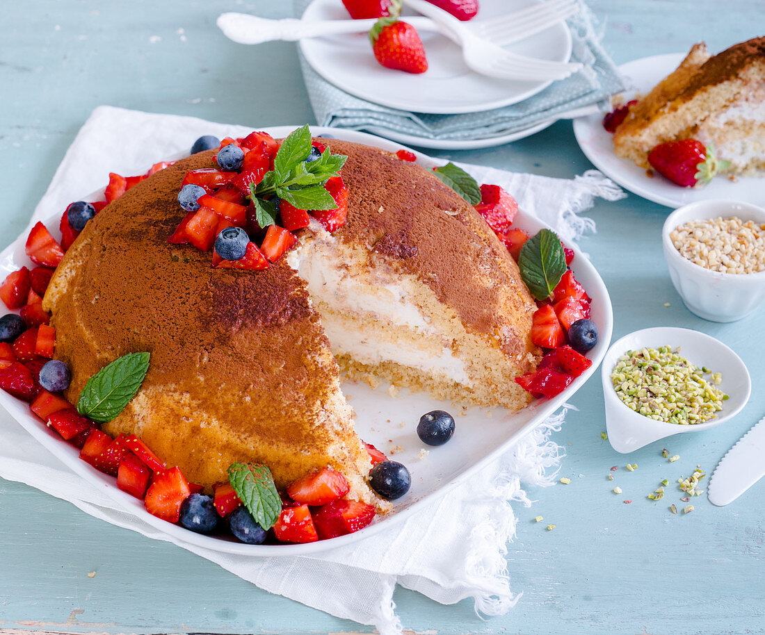 Zuccotto con fragole e mirtilli (A dome-shaped dessert with vanilla ice cream and berries, Italy)