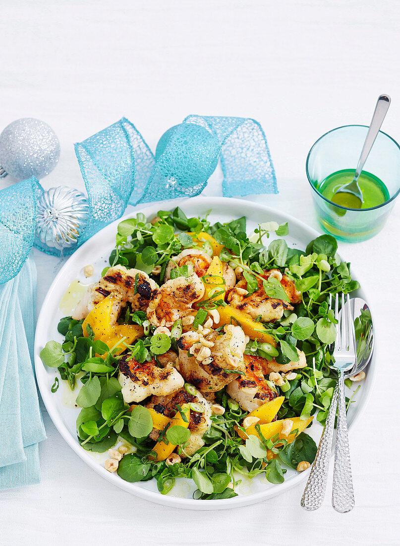Gegrillter Hummer auf Brunnenkressesalat mit Mango und Nüssen (Weihnachten)