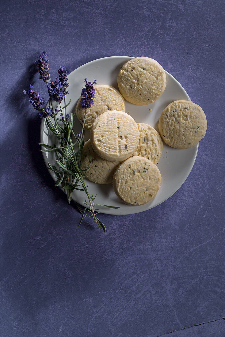 Sables with lavender on a plate against a violet background (top view)