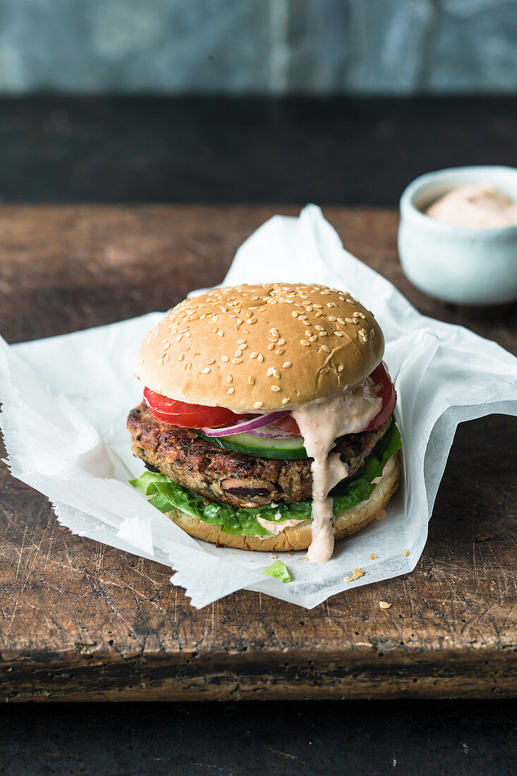 A veggie burger with a kidney bean patty