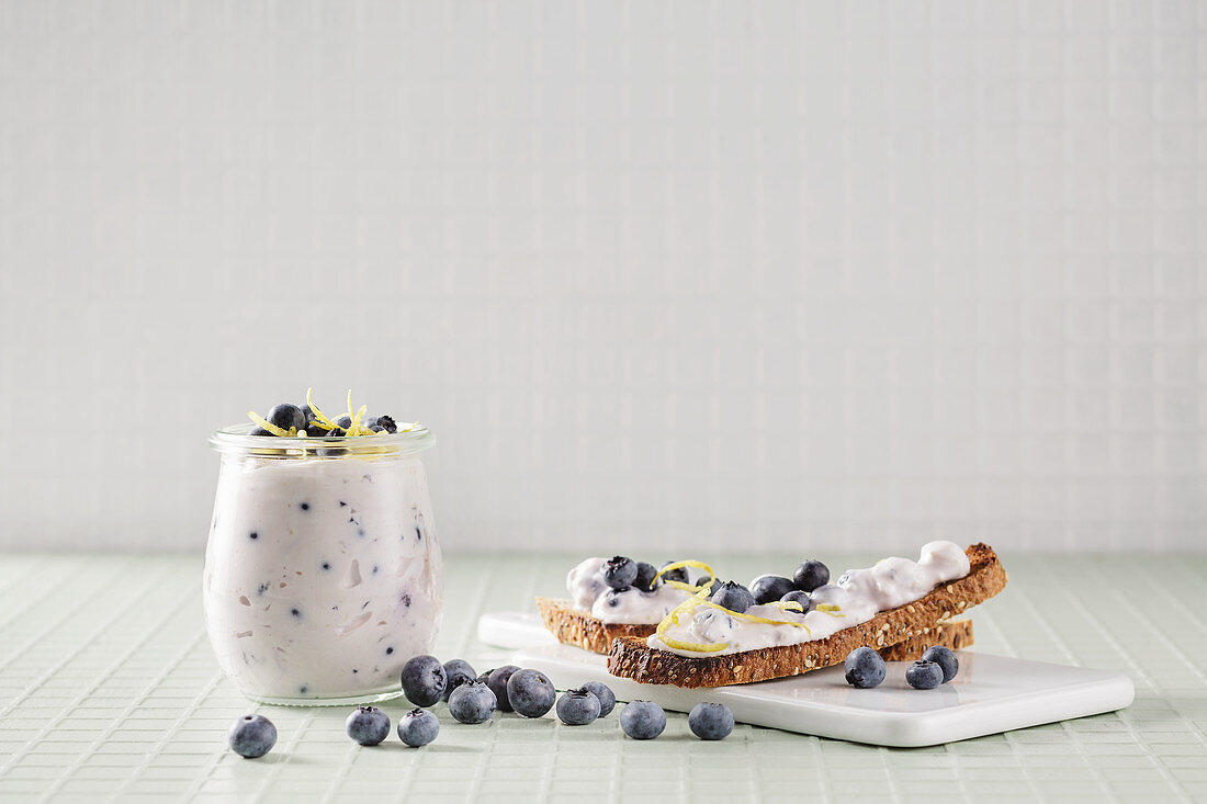 Low-carb blueberry and vanilla spread