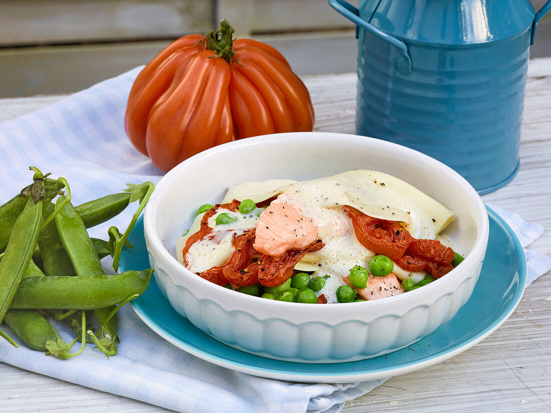 Pasta bake with salmon and peas