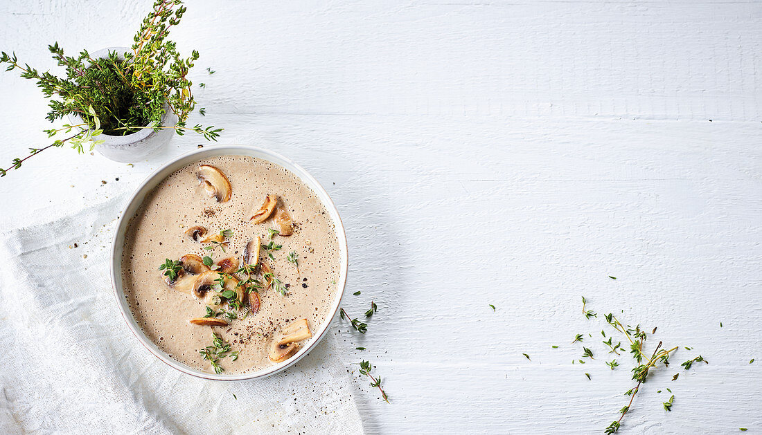 Cream of mushrooms soup with thyme (low carb)