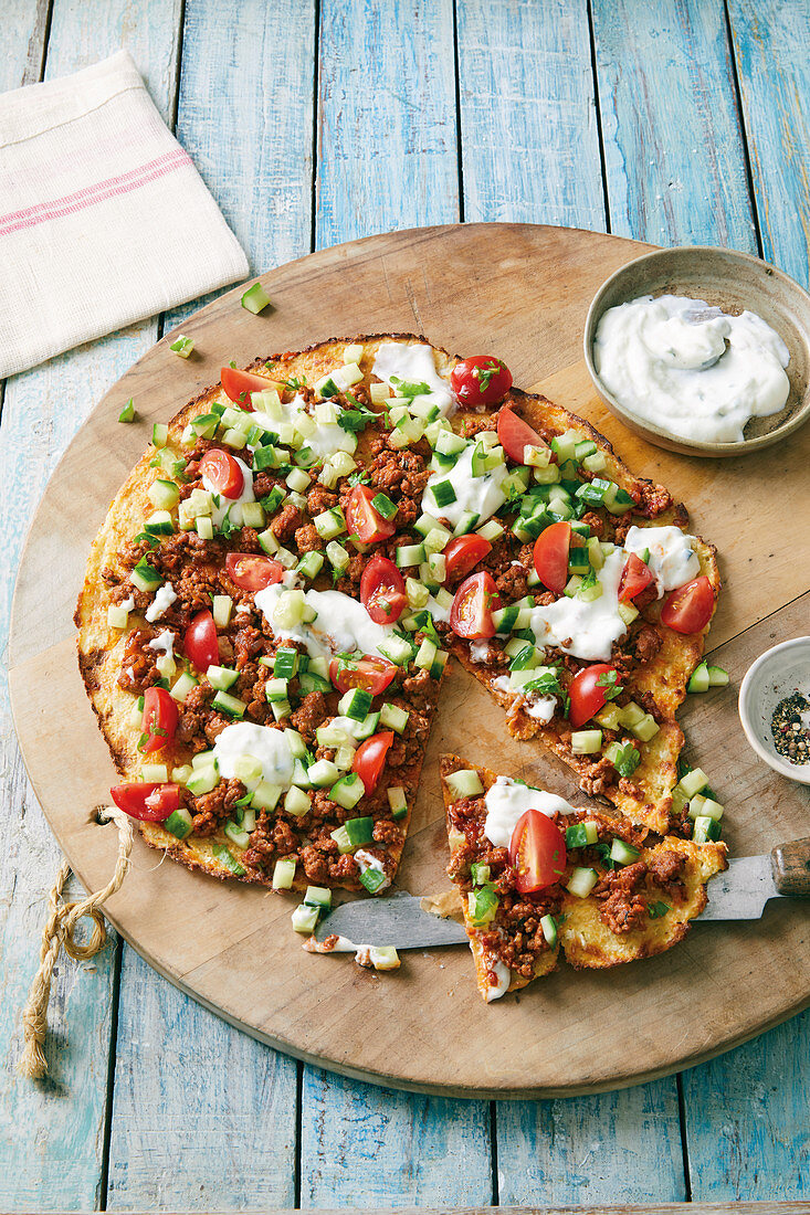 Turkish cauliflower pizza with minced meat and tzatziki (low carb)