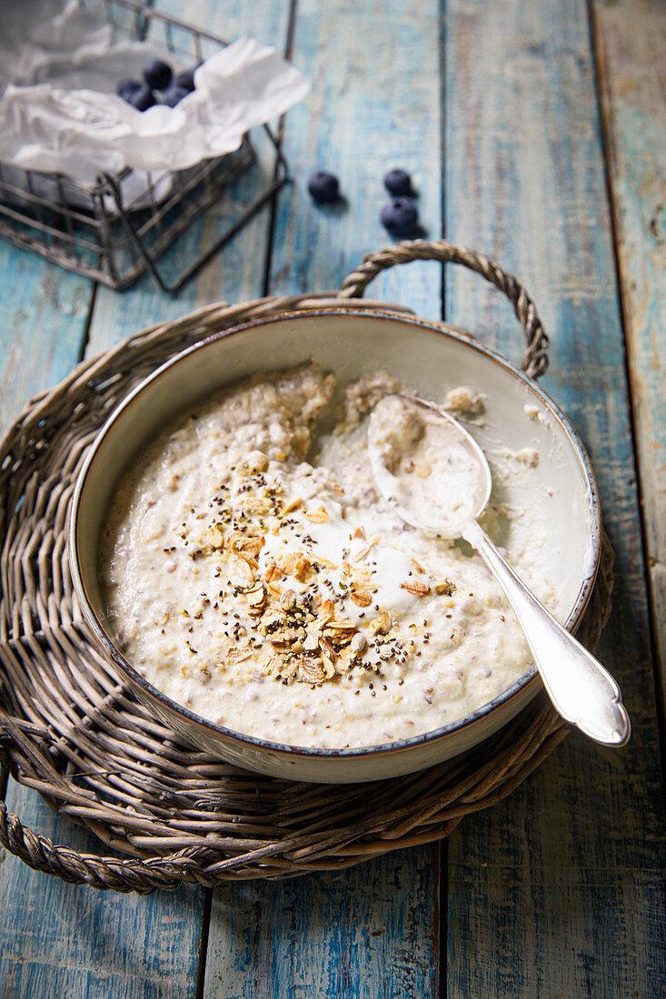 Low-carb porridge with chia seeds