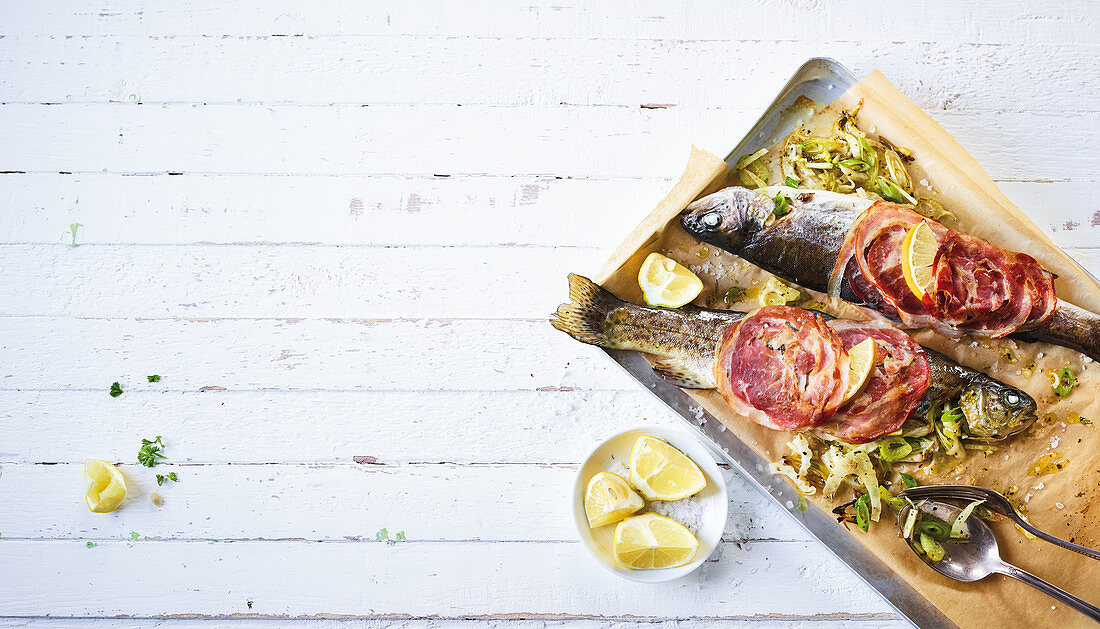 Oven-baked trout with bacon (low carb)