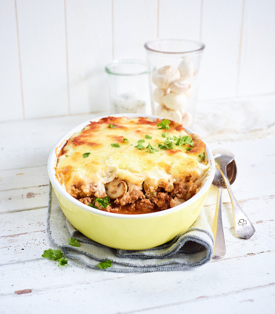 Cauliflower and minced meat pie