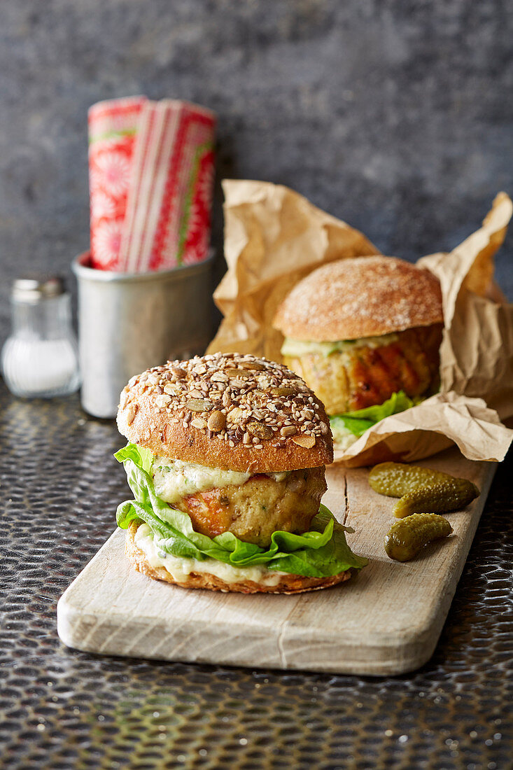 Fish burgers with parsley remoulade