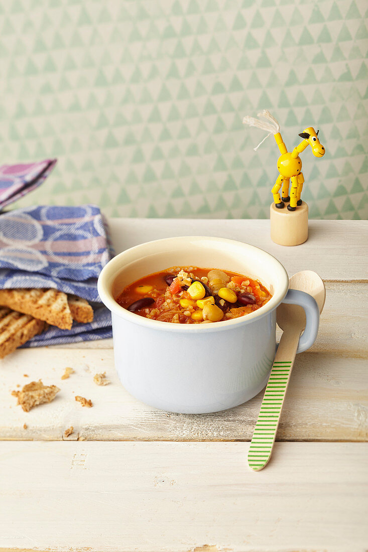 Chilli sin carne in a cup for children