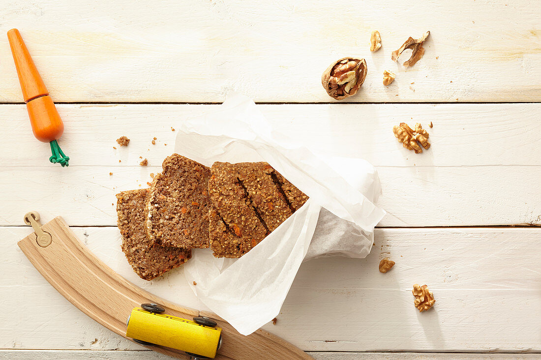 Wholemeal bread with carrots and walnuts