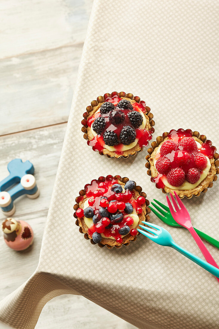 Vanilla tartlets with berries