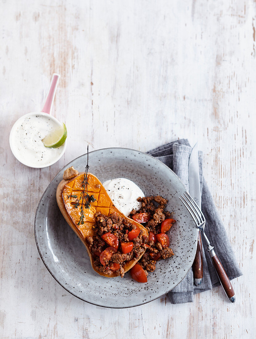 Butternut squash with spicy minced meat and lime yoghurt (low carb)