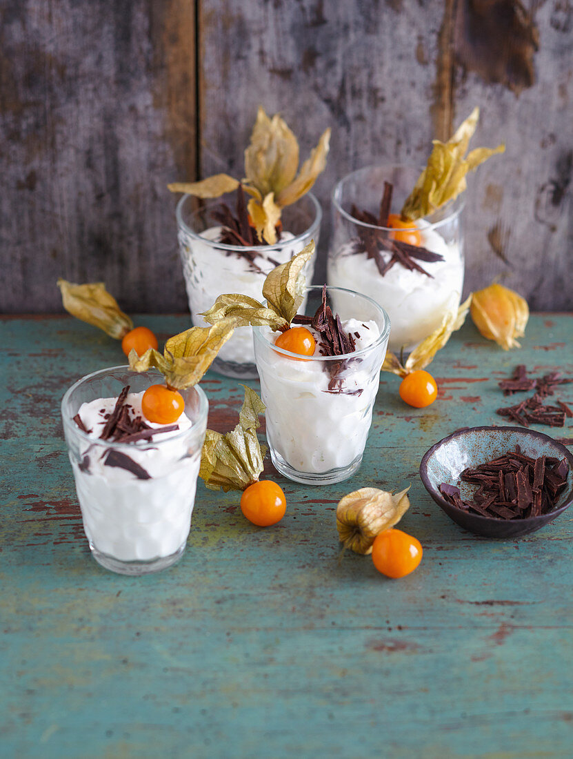 Lime cream with quark and physalis (low carb)