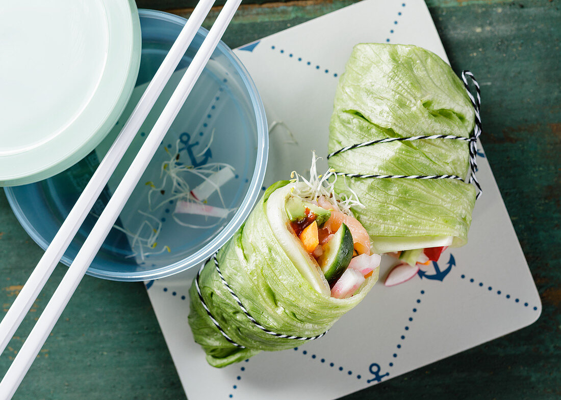 Low-carb lettuce wraps with salmon to take away