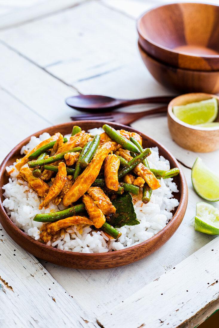 Stir-fried chicken with green beans