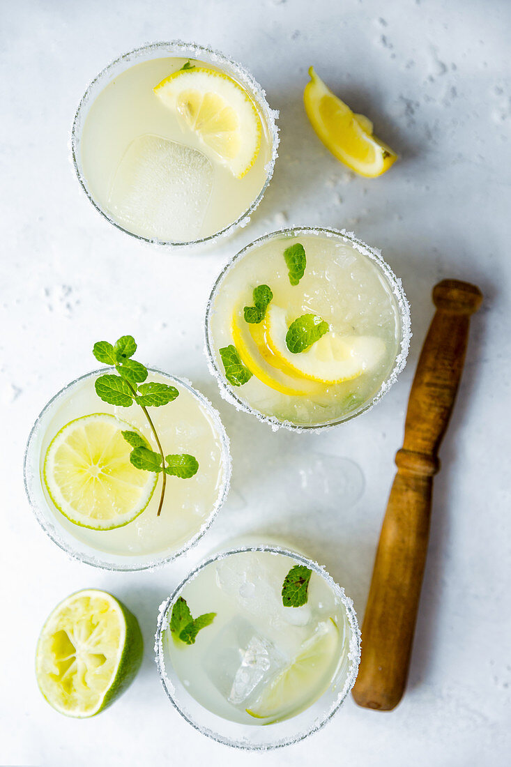 Mojitos with limes, lemons and mint