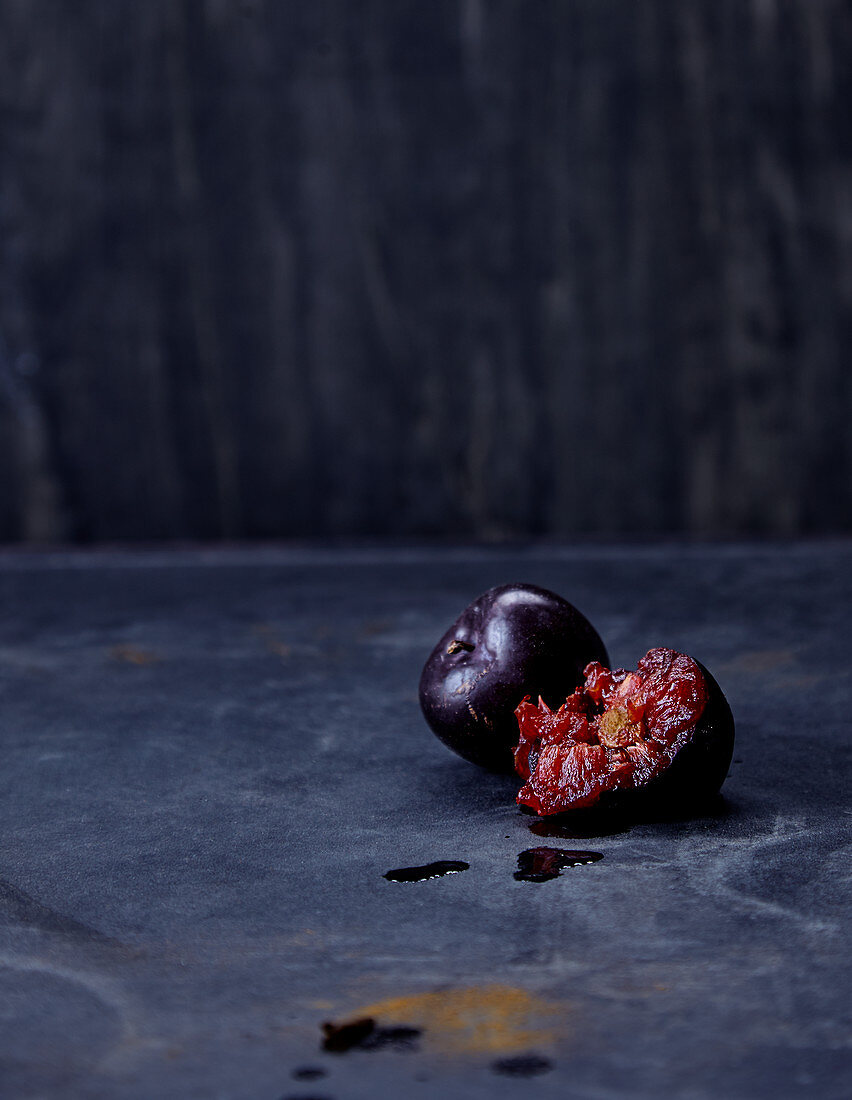 Blue plums, whole and halved