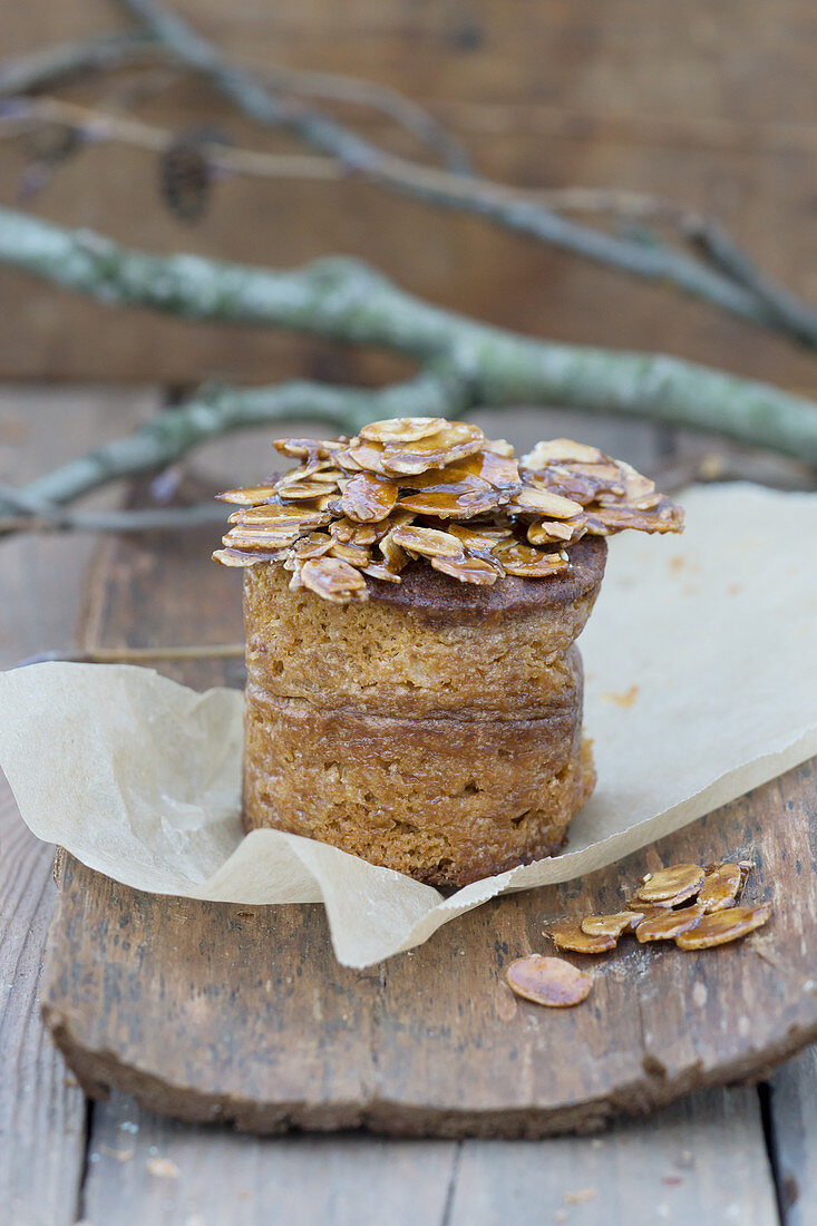 Orange gingerbread with caramelized almond flakes