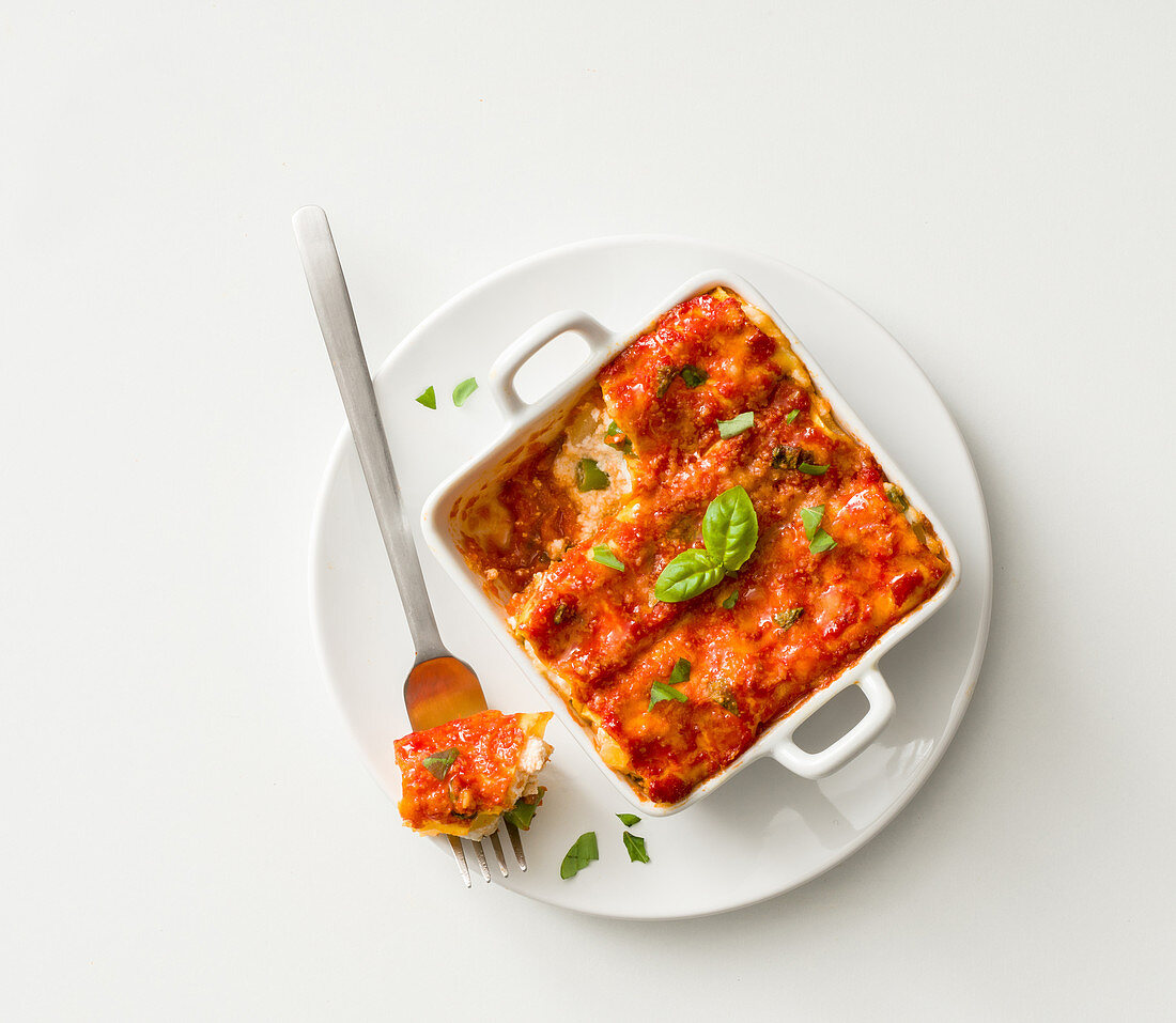 Cannelloni with ricotta and tomato sauce