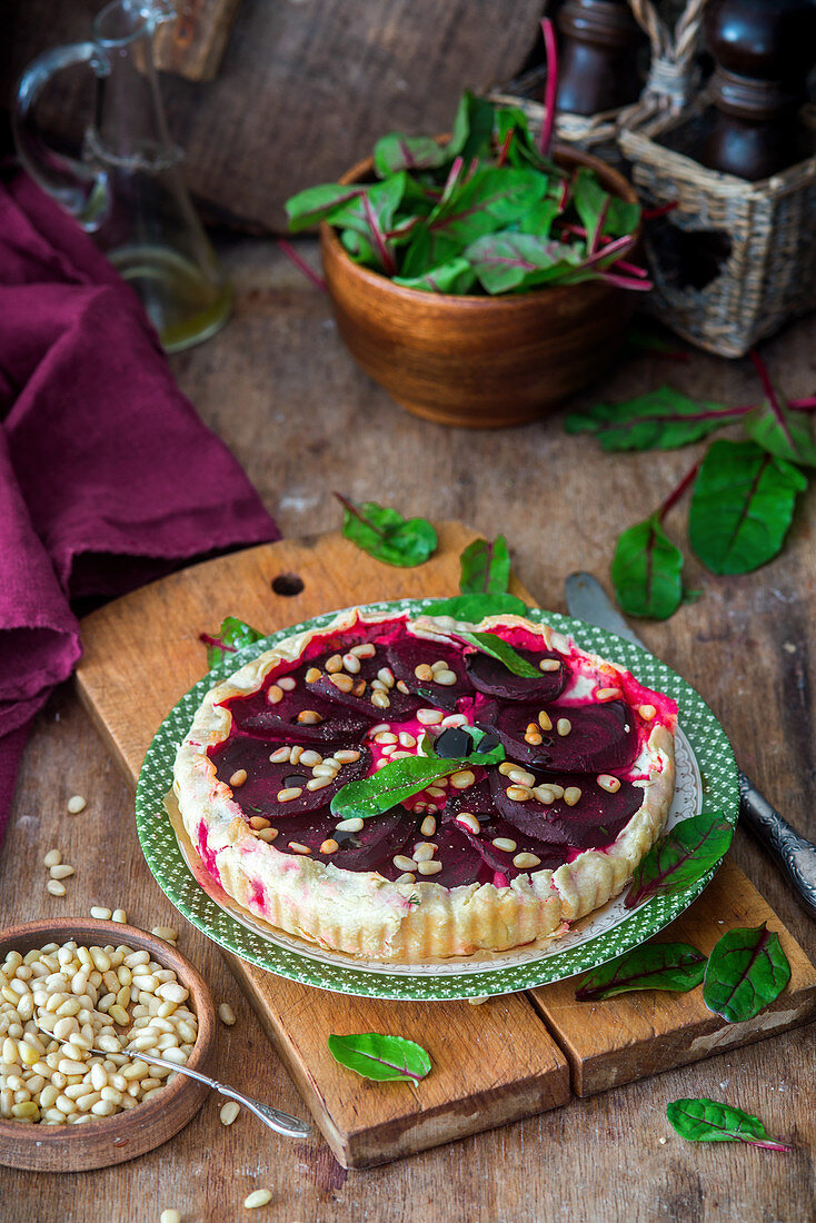 Pie with beetroot and goats cheese