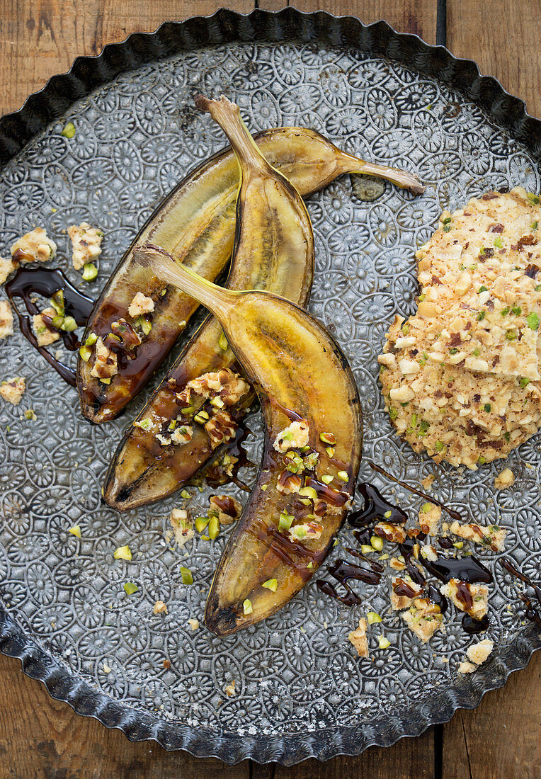 Fried bananas with syrup and oat biscuits