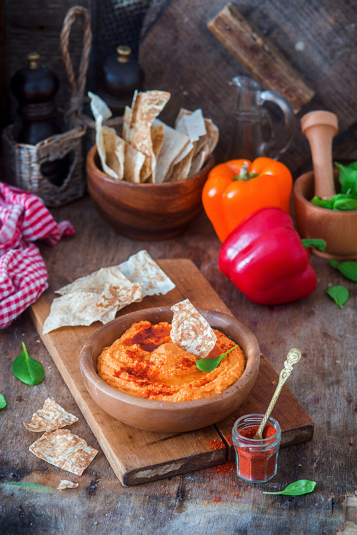 Hummus with roast bell pepper