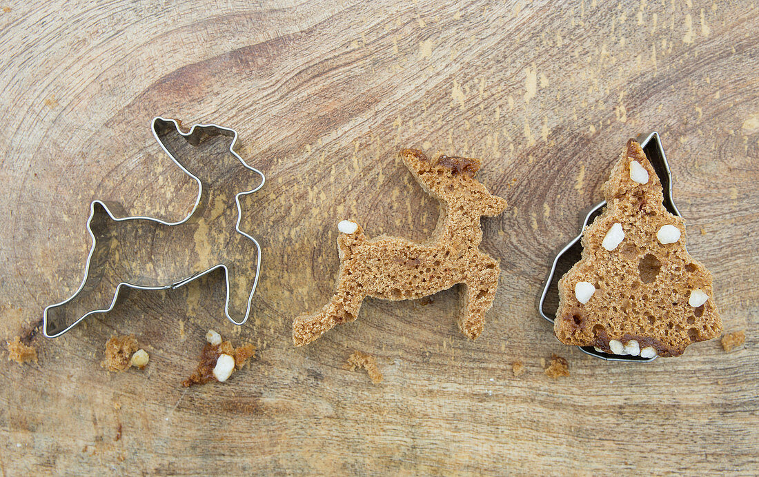 A deer and a Christmas tree cut out of honey cake