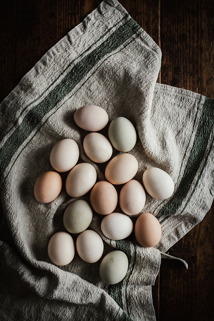 Naturally dyed eggs on a linen cloth (seen from above)