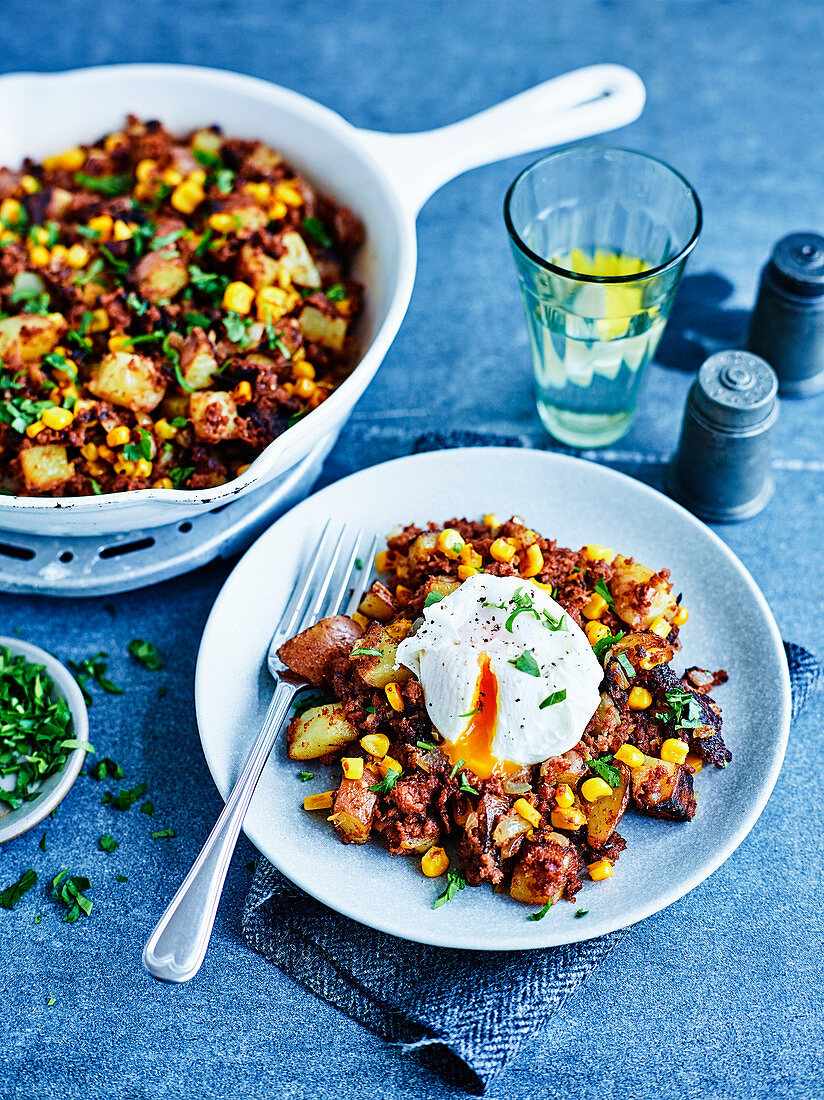Potatoes with Corned beef hash and poached eg
