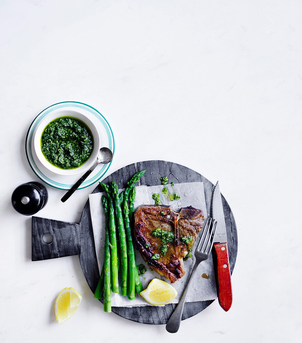 Bistecca with asparagus and salsa dragoncello