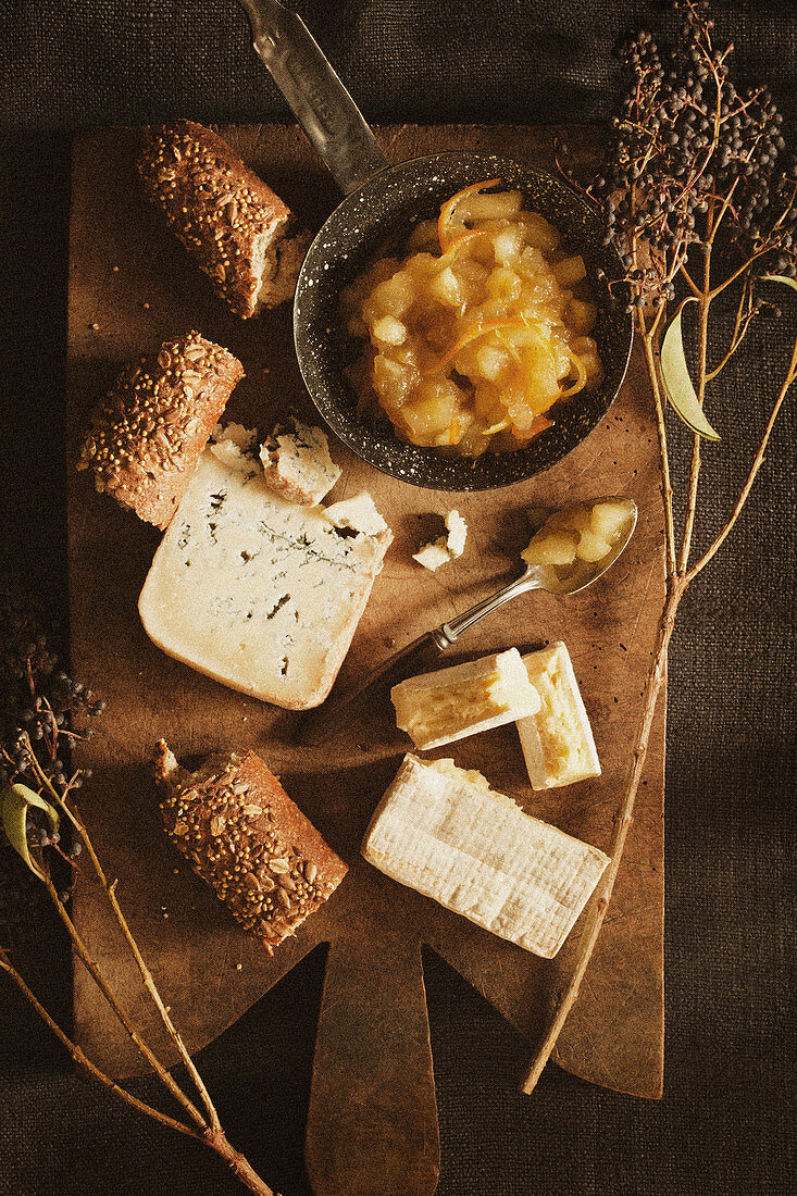 Apple Chutney with Cheese